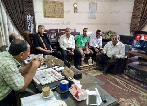 بالصور| رئيس مدينة دسوق يناقش شكاوى الأهالي ويوجه بتطهير خط صرف صحي