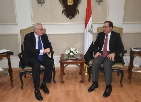 """""""الملا"""" يبحث مع سفير إيطاليا الفرص الاستثماراية بمجالات البترول والغاز"""