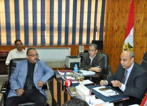 نائب رئيس جامعة المنيا يجتمع برؤساء ومديري مكاتب رعاية الطلاب