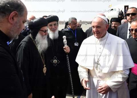 عاجل| بابا الفاتيكان يصل إلى مقر الكلية الإكليريكية