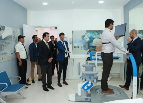 """""""عبدالغفار"""" يزور جامعة الخليج الطبية على هامش """"قمة المعرفة"""" بالإمارات"""