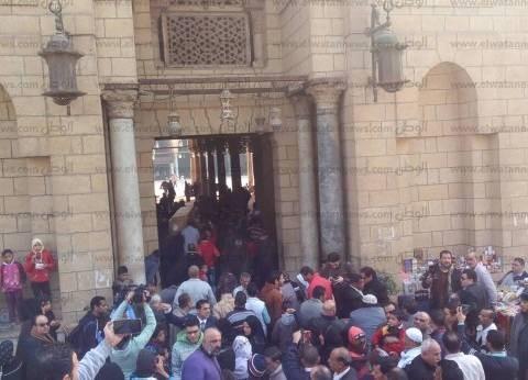 بالصور| وصول جثمان كريمة مختار لمسجد عمر بن العاص