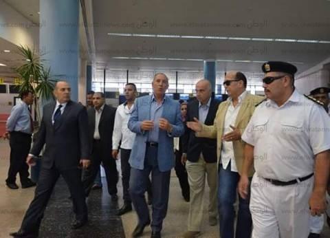 بالصور  وزير السياحة يصل مرسى علم ويتفقد المطار الدولي