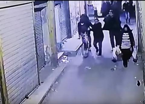 «الببلاوي» تنشر صورة زوجة الضابط شهيد حادث الدرب الأحمر وابنه