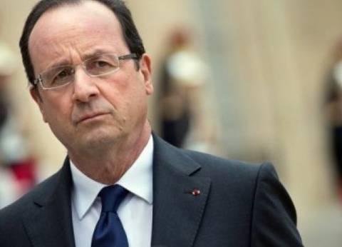 """أولاند يعقد اجتماعا طارئا بعد مداهمة شقة مشتبه به في """"هجمات باريس"""""""