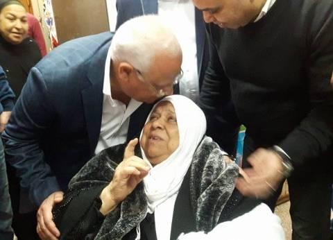 محافظ بورسعيد يتابع الخدمات الطبية المقدمة للمرضى بالمستشفى العام