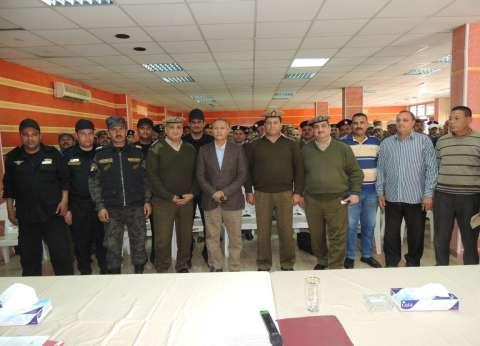 مدير أمن سوهاج يجتمع مع عدد من الضباط والعاملين المدنيين