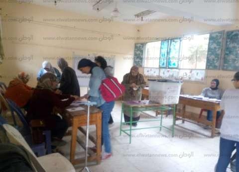 استمرار توافد الناخبين في اللجان الانتخابية التابعة لحي النزهة