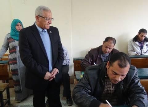 رئيس جامعة المنيا يتابع امتحانات التعليم المفتوح.. اليوم