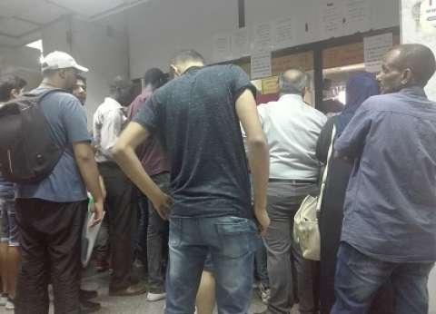 زحام ومشاجرات وبطء إجراءات فى «مجمع التحرير».. معاناة إنهاء أوراق الإقامة