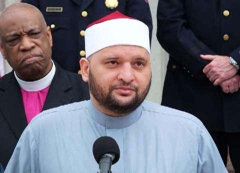 مستشار المفتي يلقي كلمة الجالية الإسلامية خلال تأبين ضحايا ملهى المثليين في أمريكا