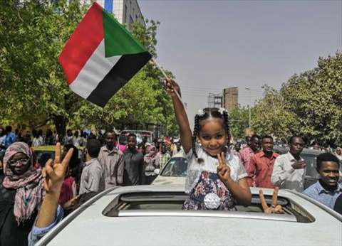 رئيس المجلس العسكري الانتقالي في السودان يلتقي قوى المعارضة