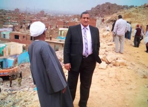 نائب محافظ القاهرة يطالب رؤساء الأحياء بحصر العقارات المتهالكة