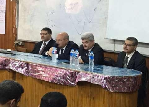 رئيس جامعة الزقازيق يلتقي طلاب كلية الحاسبات والمعلومات
