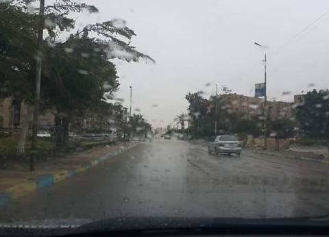 هطول أمطار غزيرة على شوارع الإسماعيلية
