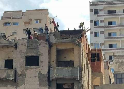 إزالة 3 طوابق مخالفة بأحد العقارات بوادي حوف