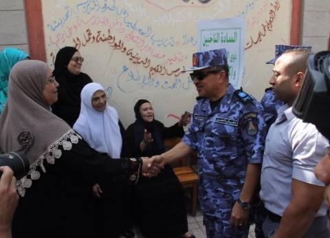 قائد القوات البحرية يتفقد عددا من اللجان الانتخابية بالإسكندرية