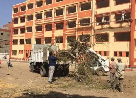 بالصور| حملة رفع القمامة من محيط مدارس كفر المياسرة في دمياط