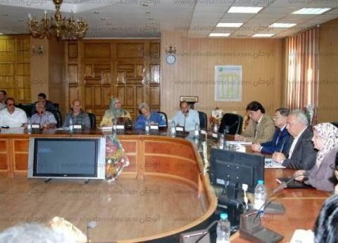 محافظ الشرقية: إلزام الموجهين بالتوقيع في الدفاتر هدفه لإصلاح العملية التعليمية
