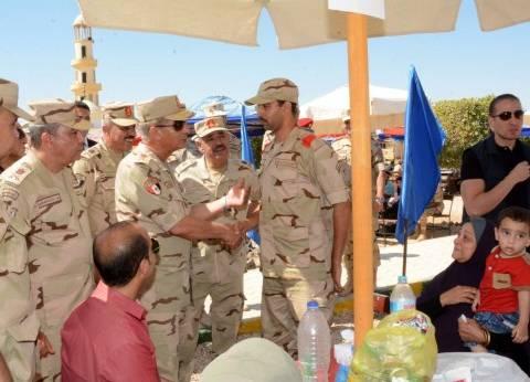 وزير الدفاع يزور عددا من مراكز التدريب.. ويلتقي الجنود المستجدين