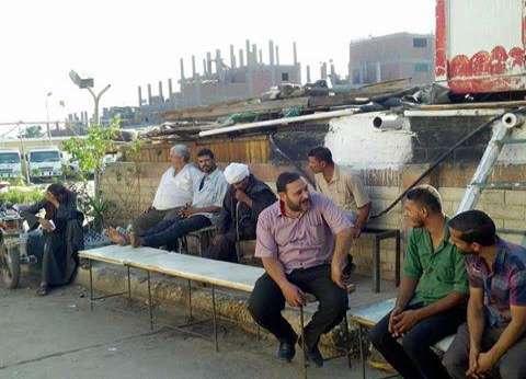اعتصام عمال ورش وسائقين في حي غرب أسيوط للمطالبة بالتثبيت