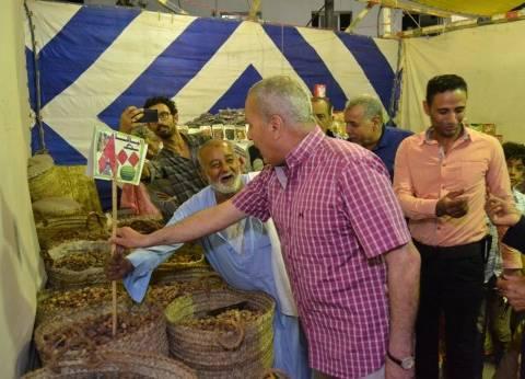 """محافظ السويس يخفض أسعار السلع الغذائية بمعرض """"أهلا رمضان"""""""