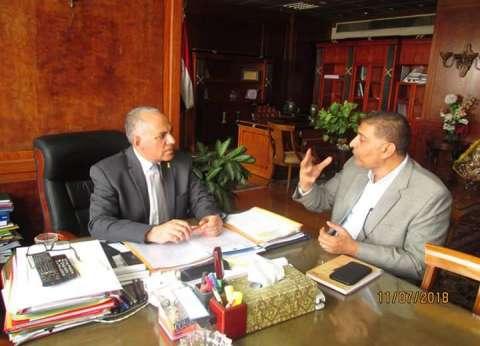 وزير الري يناقش خطط حماية النيل وتطوير واجهات النهر