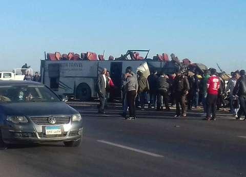 خروج مصابي حادث انقلاب سيارة ترحيلات بالإسماعيلية بعد استقرار حالتهم