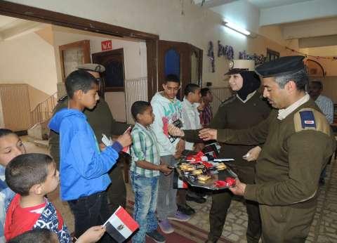 """""""أمن المنيا"""" توزع حلوى وورود لأطفال دار الأيتام للبنين والبنات"""