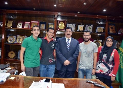 """محافظ القليوبية يستقبل طلاب الجمعية العلمية الطلابية لـ""""طب بنها"""""""