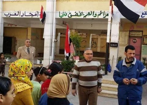 """إدارة غرب كفر الشيخ التعليمية تنظم """"يوم في حب مصر"""" لنظافة مدرسة"""