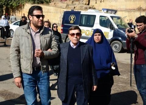 بالصور| سمير صبري وبشرى وشيرين في جنازة شادية