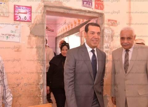 محافظ أسيوط يتفقد لجان أبنوب للاطمئنان على سير العملية الانتخابية