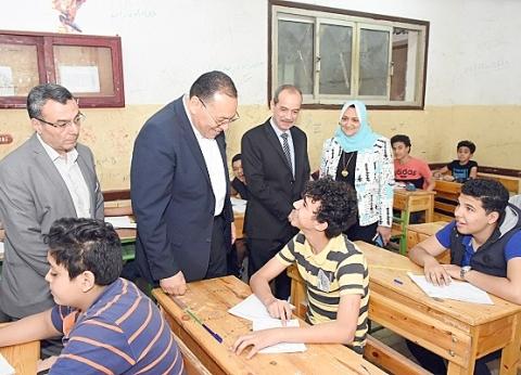 محافظ الشرقية يتفقد سير امتحانات الشهادة الإعدادية