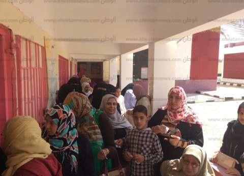 بالصور| طوابير أمام لجان التصويت على تعديلات الدستور في الطور