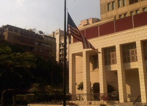 السفارة الأمريكية بالقاهرة تقلل منشوراتها حدادًا على ضحايا محطة مصر