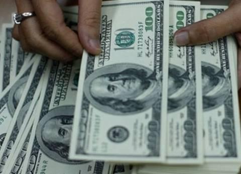 الدولار يفقد قرشا في البنك الأهلي المصري