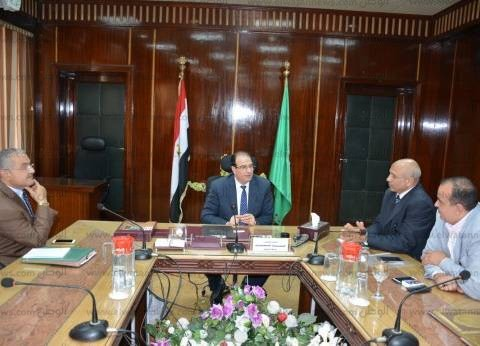 """محافظ الدقهلية يبحث مع """"مصر الخير"""" إنشاء 80 وحدة سكنية للأسر الأولى بالرعاية"""