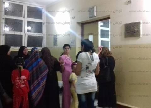 """""""البعثة الدولية"""": سيدات يوجهن الناخبين و""""تكاتك"""" لنقلهم إلى اللجان في البحيرة"""