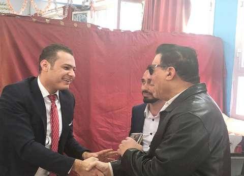 """مدحت شلبي يدلي بصوته في الاستفتاء: """"هي دي مصر غصب عن عين التخين"""""""
