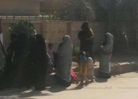 سيدات مطروح يشاركن بكثافة في الانتخابات.. والمرأة البدوية تخطف الأضواء