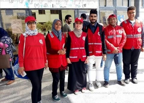 """""""الهلال الأحمر"""" يشارك في تأمين تمركزات تجمع الاستفتاء بجامعة القناة"""