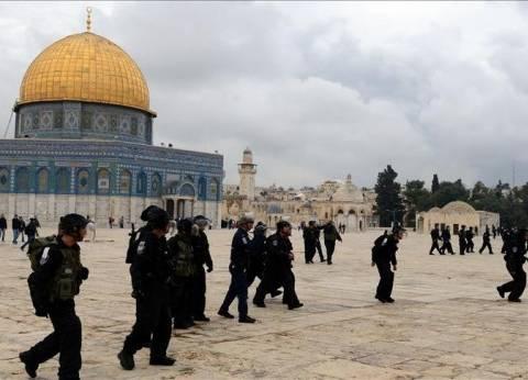 سلطة الآثار الإسرائيلية تقتحم باحات المسجد الأقصى