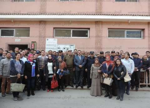 """مدير أمن الدقهلية يمنح مواطنين شاركوا في دورة بـ""""الحماية المدنية"""" شهادات تقدير"""