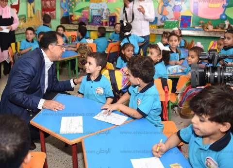 """ضحك ومداعبات.. طفل سوهاج يروي لـ""""الوطن"""" تفاصيل حديثه مع رئيس الوزراء"""