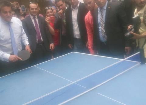 وزير التعليم العالي يهزم رئيس جامعة حلوان في مباراة تنس طاولة