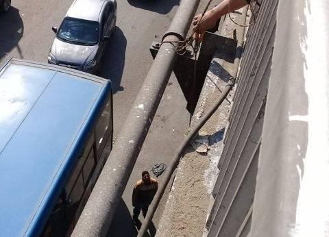 """منشأة ناصر تتصدى لـ""""سرقة التيار الكهربائي"""" أعلى كوبري الملك خالد"""