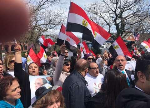 بالفيديو| وقفة لتأييد الرئيس السيسي أمام مقر إقامته في واشنطن