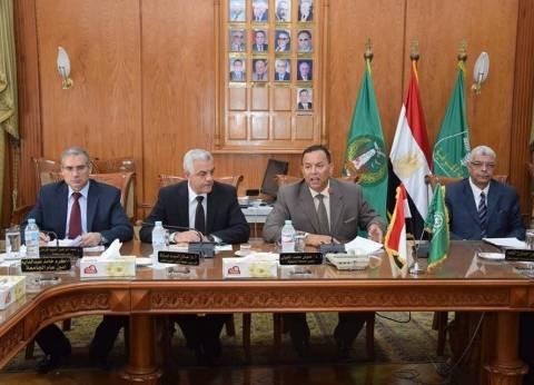رئيس جامعة المنوفية يطالب بسرعة انتهاء أعمال صيانة الحمام الأولمبي