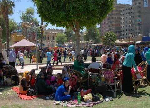 توافد المواطنين بالبحر الأحمر إلى الشواطئ لقضاء إجازة شم النسيم